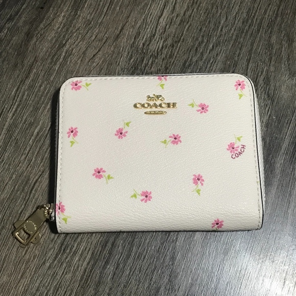 COACH Small Zip Around Wallet Daisy Bundle Print 4f47209ae7594